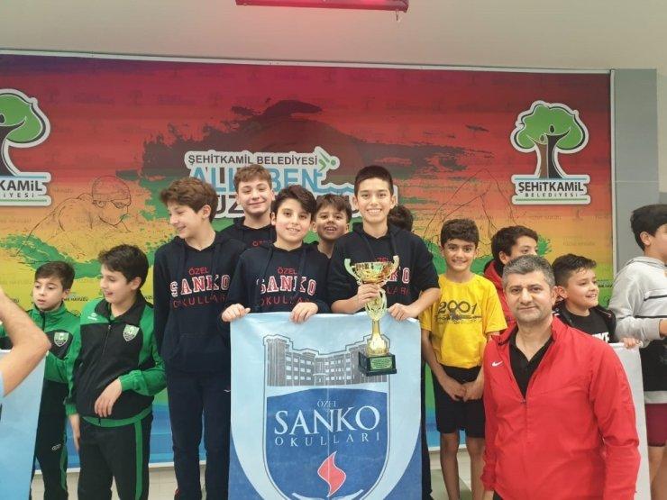 SANKOLU yüzücüler Kurtuluş Kupası için kulaç attı