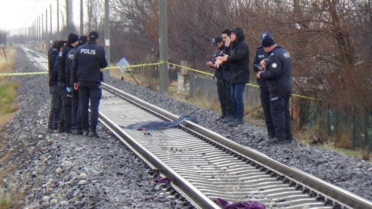 Tren raylarında parçalanmış kadın cesedi bulundu