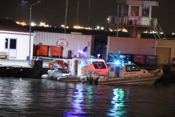 Vapurdan atlayan kadının denizden cesedi çıkarıldı