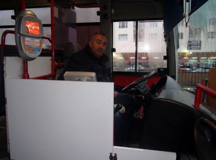 Yaralı vatandaşı otobüsle hastaneye yetiştirdi