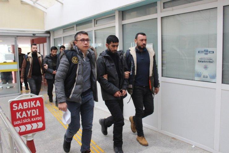 Çatışma bölgesine gitmeye çalışan DEAŞ şüphelileri sınırı geçmeye çalışırken yakalandı