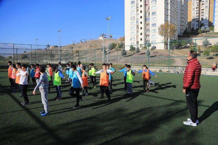 Pamukkale'de ücretsiz spor kurslarına yoğun ilgi