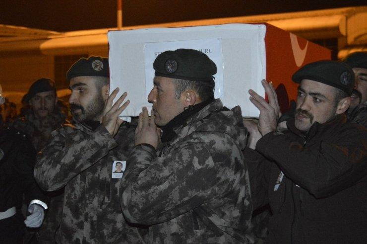 Şehit polisin naaşı memleketine uğurlandı