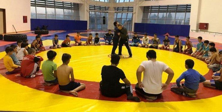 Yunusemreli güreşçiler müsabakalara hazırlanıyor