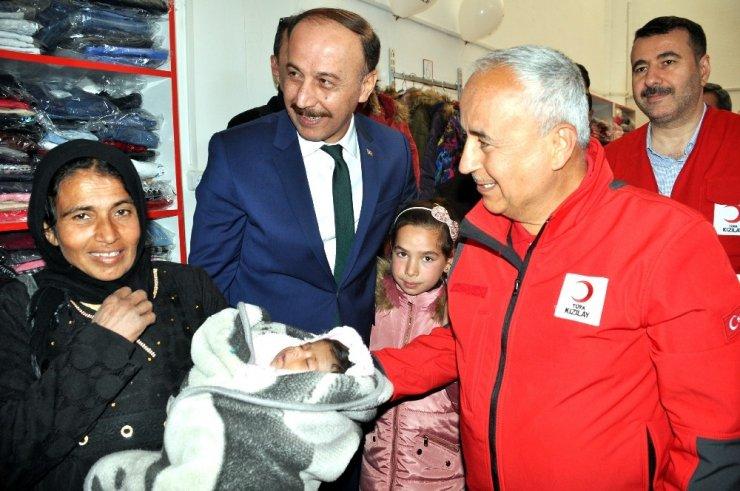 Kızılay Tel Abyad'da sevgi mağazası açtı