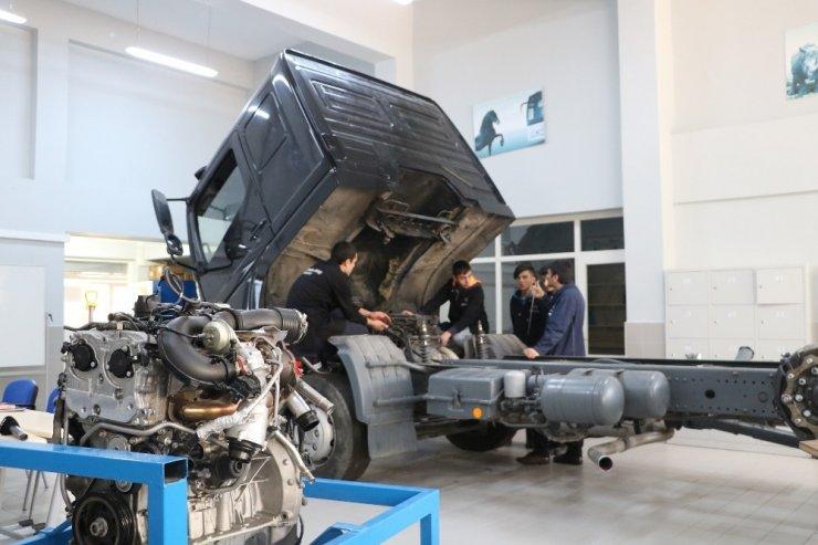 Yerli otomobilin teknikerleri Sivas'ta yetişiyor