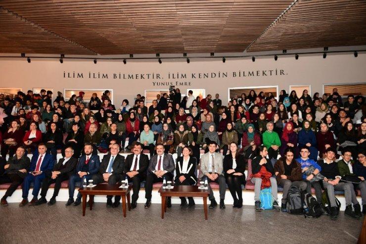 TÜBİTAK Başkanı Prof. Dr. Mandal, Anadolu Üniversitesi öğrencileriyle buluştu