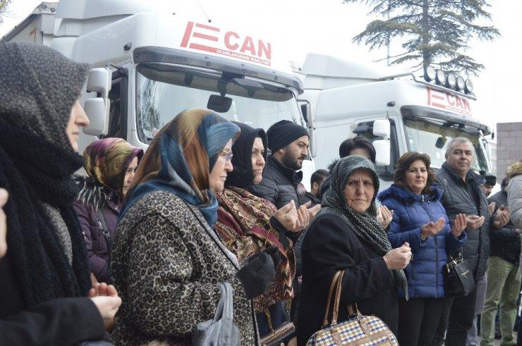150 bin kişinin katkısıyla hazırlanan yardım tırları İdlib'e gönderildi