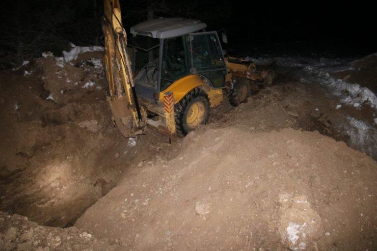 Isparta'da iş makinesiyle kaçak kazıya suçüstü: 2 tutuklama