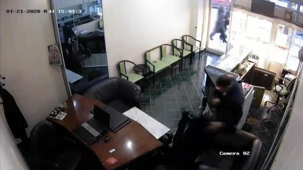 Kara çarşaflı soyguncuyu esnaf etkisiz hale getirdi