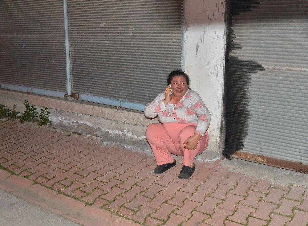 Evi yakıp, kapıyı üzerine kilitledi, polis kurtardı