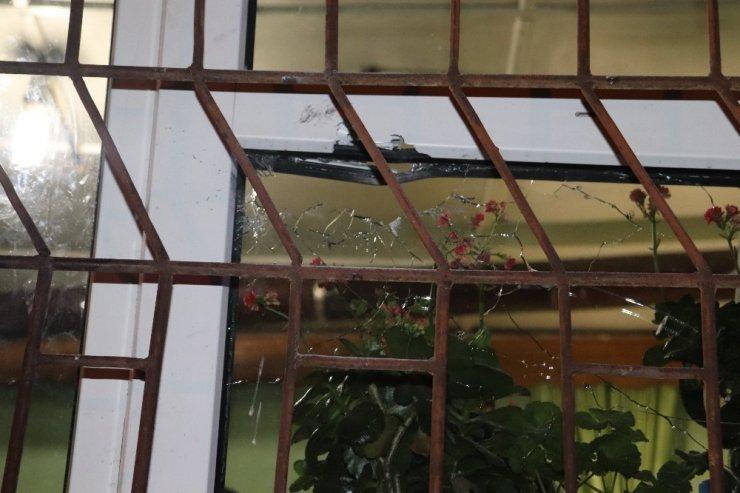 Karaman'da bir eve silahla ateş edildi: 1 yaralı