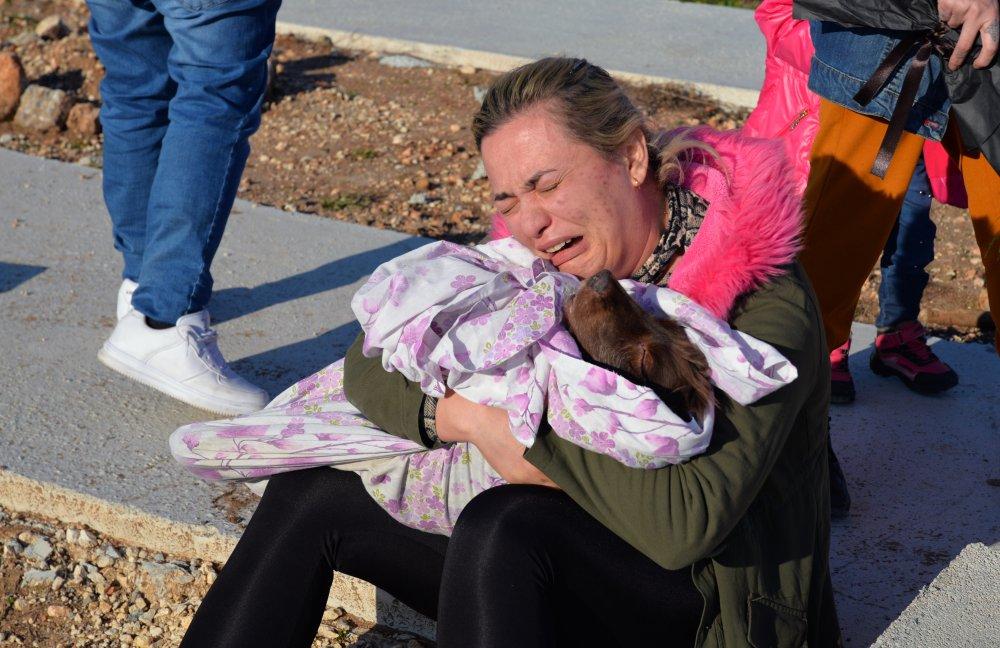 Depremde kalp krizi geçiren köpek Mersin'de toprağa verildi