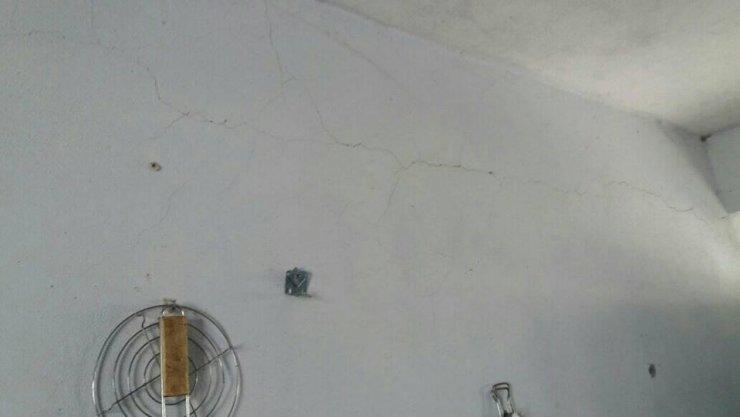 Depremin ardından Dicle'deki bazı binalarda çatlaklar oluştu