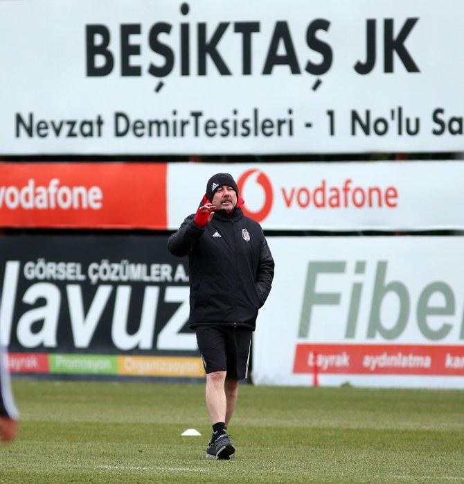 Beşiktaş'ta Sergen Yalçın ilk antrenmanına çıktı