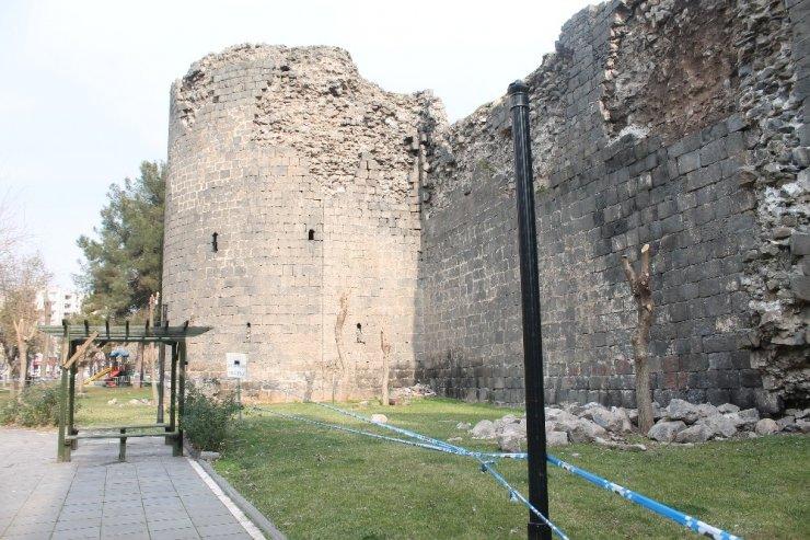 Elazığ depremi, UNESCO Dünya Mirası Listesi'nde bulunan surları da etkiledi.