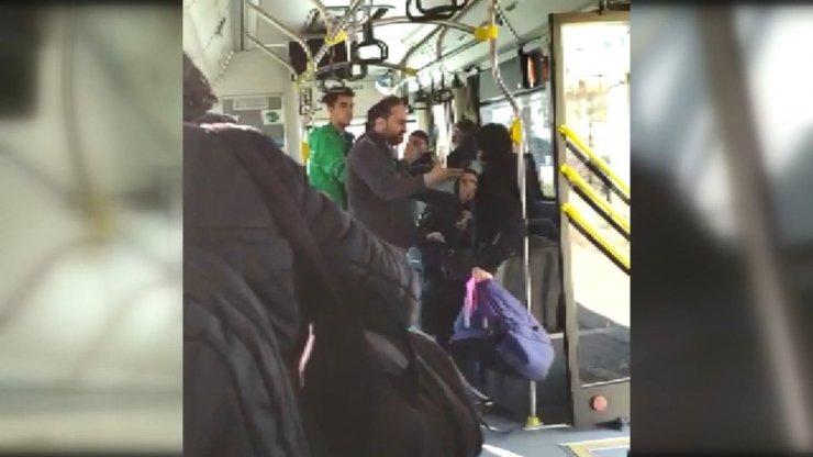 Özel halk otobüsündeki kavga çocukların çekirdek yemesinden çıkmış