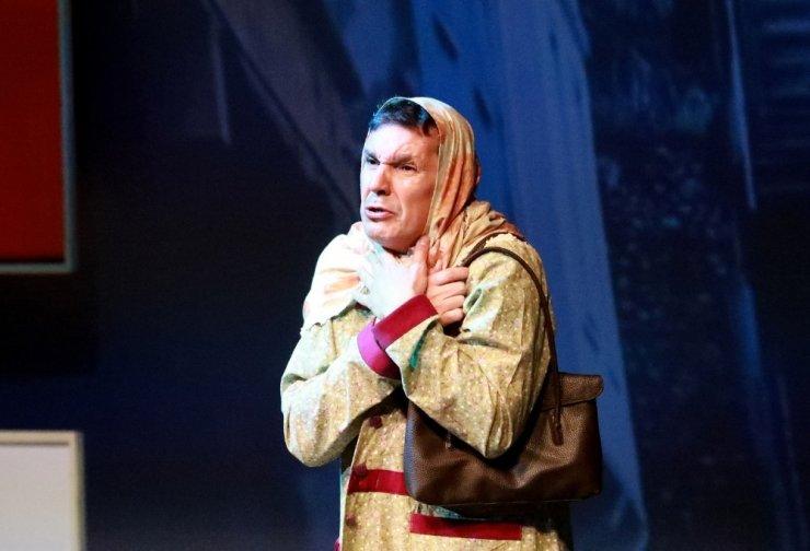 'Eyvah Nadir' isimli oyun, OKM'de sahnelendi