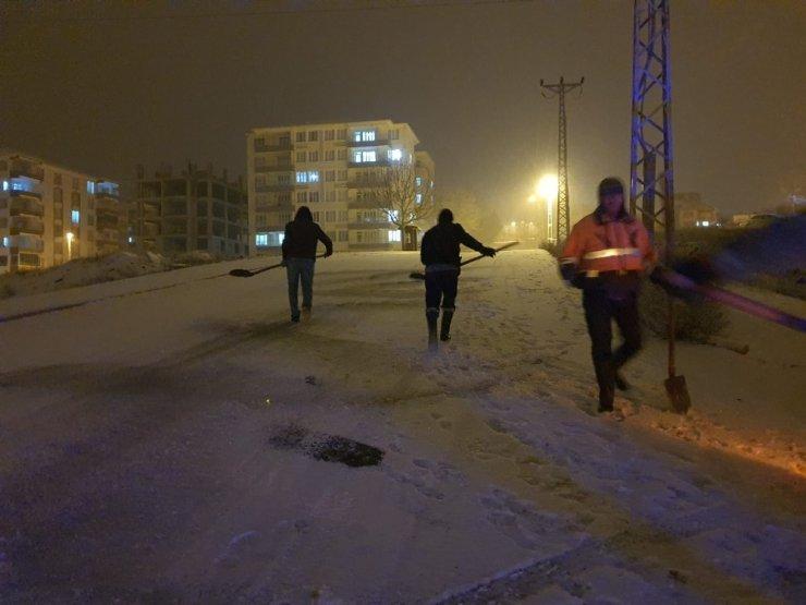 Gölbaşı Belediye yollarda tuzlama çalışması yaptı