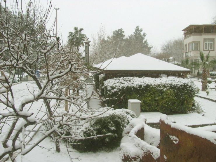 Araban'da 10 yıl sonra ilk kez yoğun kar yağışı