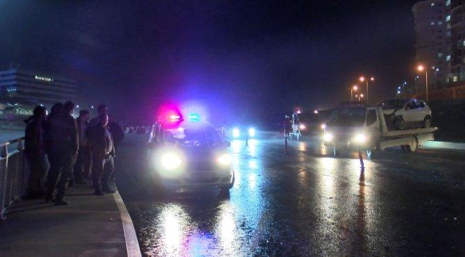 Başakşehir'de 2 otomobil kafa kafaya çarpıştı: 8 yaralı