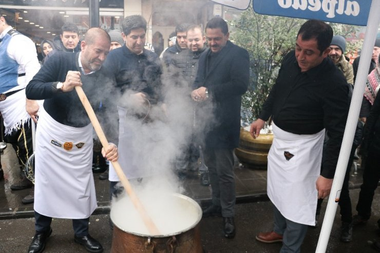 Kahramanmaraşlılar kar yağışını dondurmayla kutladı