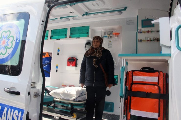 Hizmetten memnun kalan vatandaş ambulans bağışladı