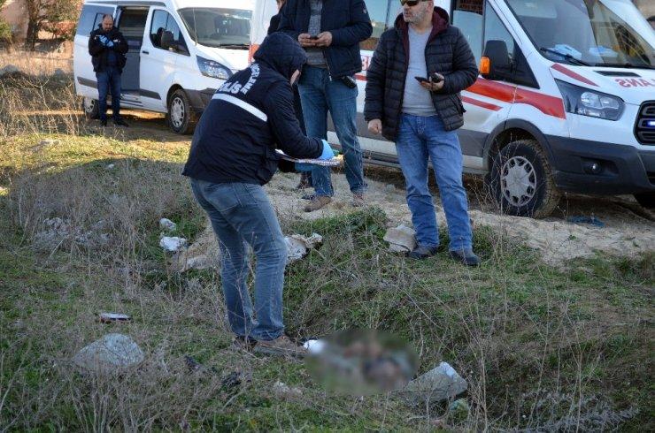 Kayıp şahsın boş arazide cesedi bulundu