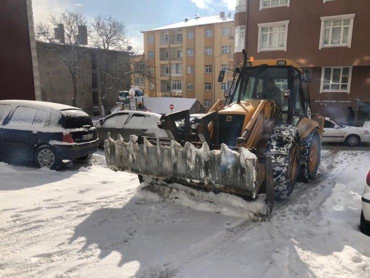 Kar temizleme çalışmaları aralıksız sürüyor