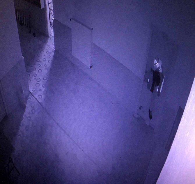 Konya'da 3 çocuk, kapıyı tekmeyle kırıp, kumbaraları çaldı