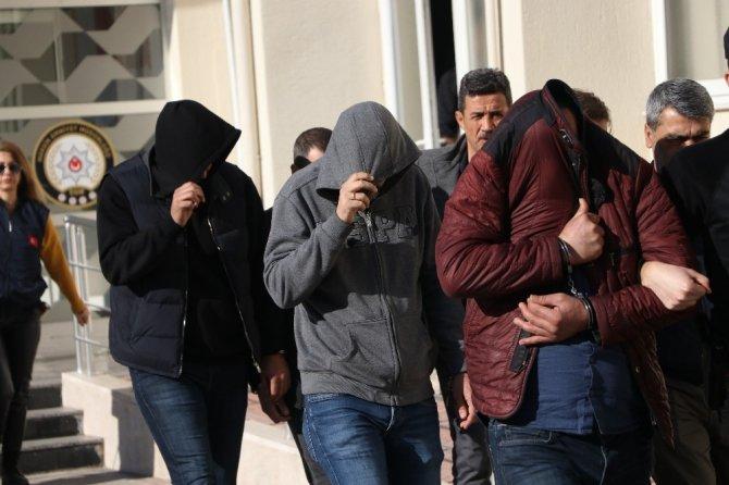 123 kişiyi mağdur eden tefeciler adliyeye sevk edildi