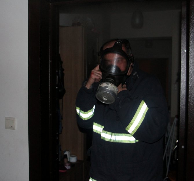 Öğrencinin fişte unuttuğu ütü apartta yangına neden oldu