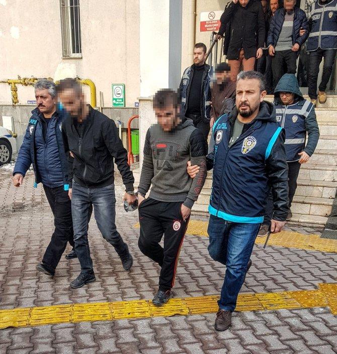 Kayseri'de aranan 32 kişi gözaltına alındı