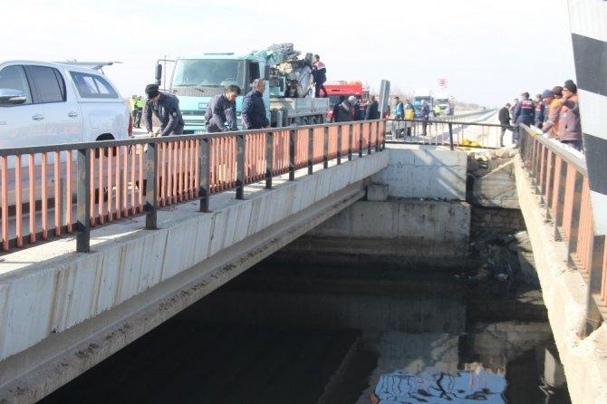 Kontrolden çıkan otomobil kanala uçtu: 1 ölü