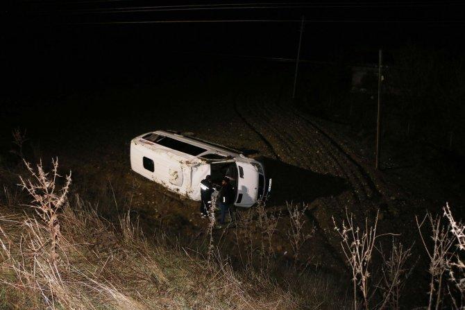 Adıyaman'da yolcu minibüsü şarampole devrildi: 4 yaralı