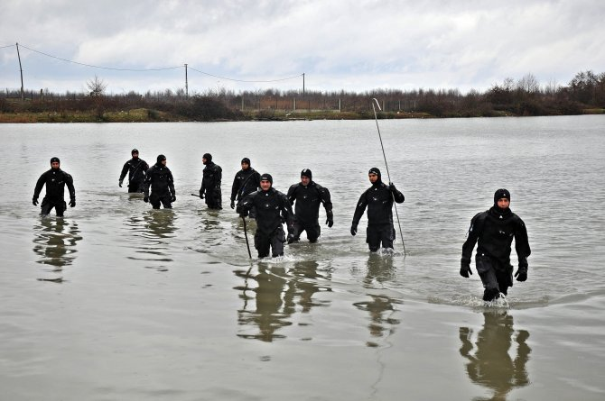 Kızını kurtarmak için suya atlayan baba 18 gündür aranıyor