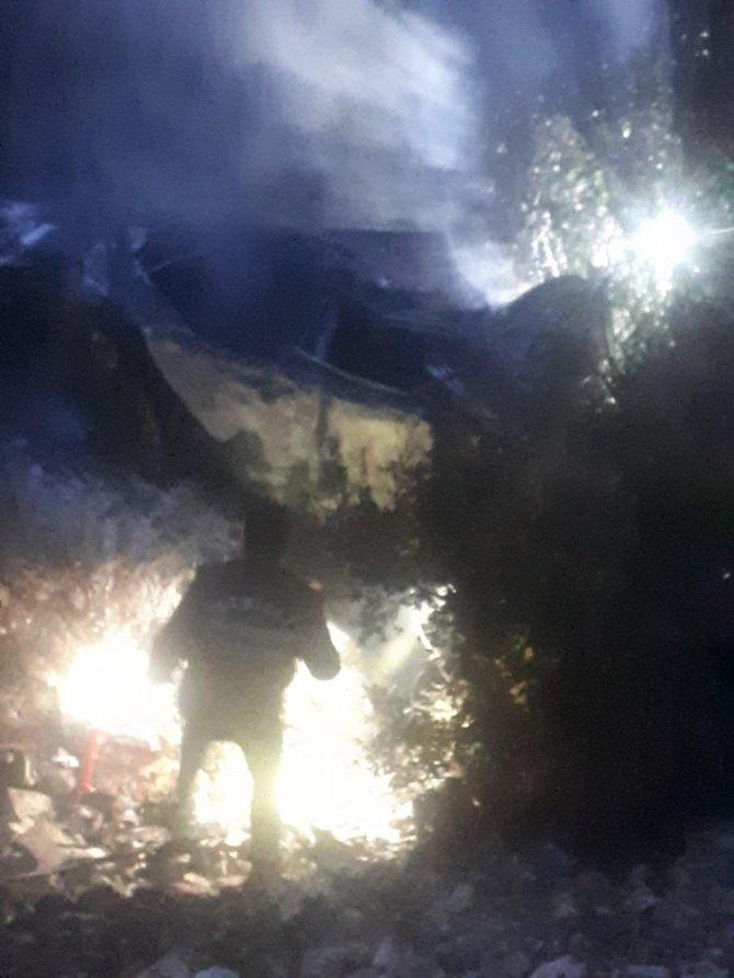 Taklalar atan otomobil alev aldı: 1 ölü