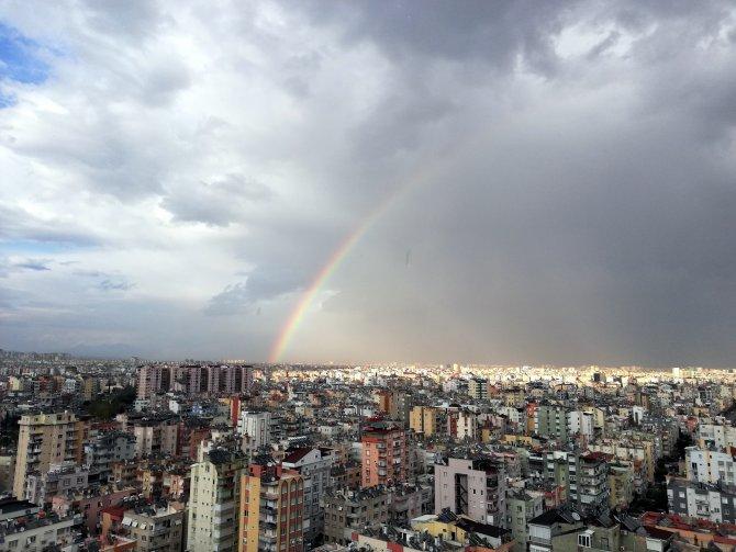 Antalya'da koronavirüs gölgesindeki çocuklara gökkuşağı morali