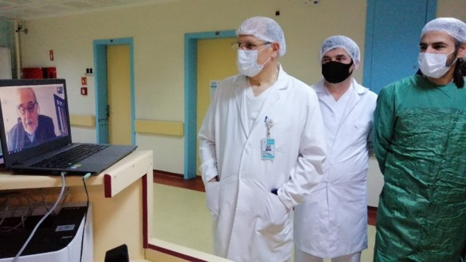 Tarihçi İlber Ortaylı, korona virüsle mücadele eden sağlık çalışanlarıyla konuştu