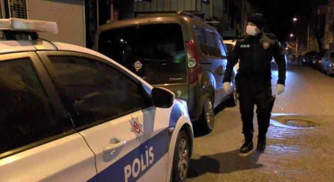 Avcılar'da faaliyetine devam eden kıraathaneye polis baskını