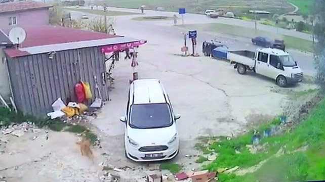 Denizli'de iki otomobil çarpıştı: 1 ölü, 2 yaralı