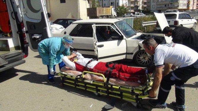 Kontrolsüz kavşakta otomobiller çarpıştı: 1 yaralı