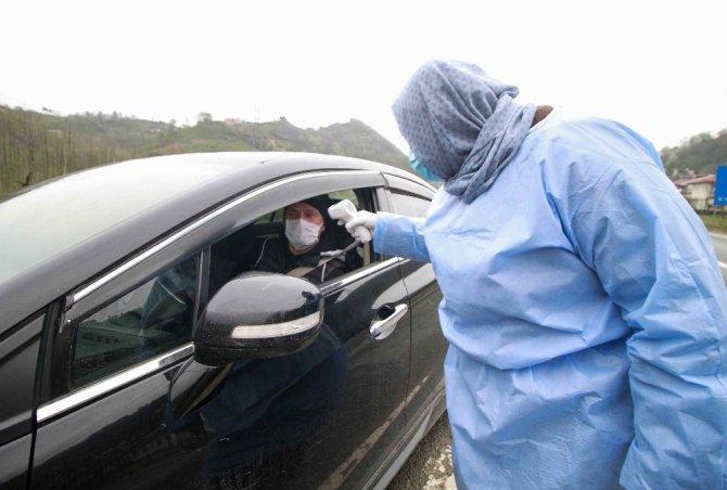 İstanbul'da yakalandıkları Korona virüsü Rize'ye gelerek komşularına bulaştırdılar