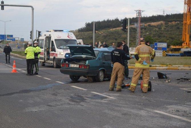 İzmir'de kamyon ile otomobil çarpıştı: 1 ölü