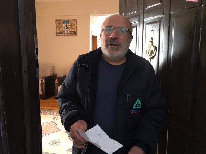 Evden çıkamayınca zabıta görevlisi aracılığıyla bağış yaptı