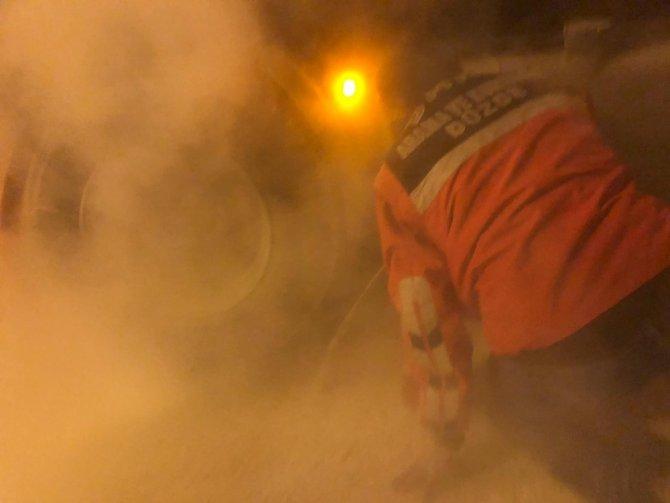 Bolu Dağı'ndan inen kamyon uygulama noktasında lastiklerinden tutuştu