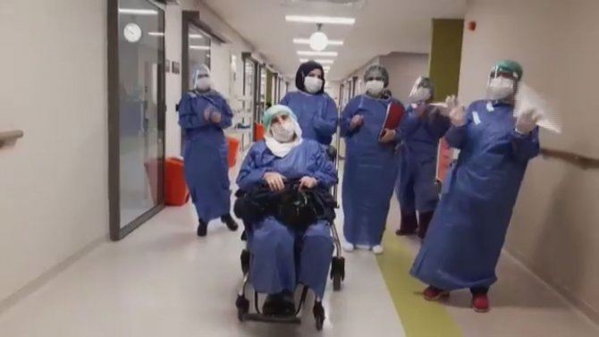 Elazığ'da koronavirüs hastası 14 kişi, alkışlarla taburcu edildi