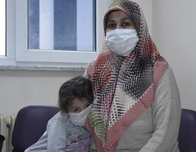 Umre dönüşü testi pozitif çıkan anne ile 5 yaşındaki kızı taburcu oldu