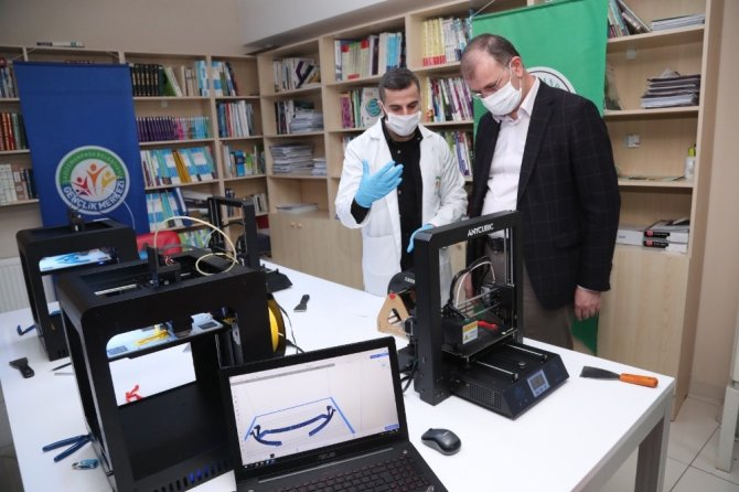 Gaziosmanpaşa Belediyesi yüz koruyucu siperlik maske üretimine başladı