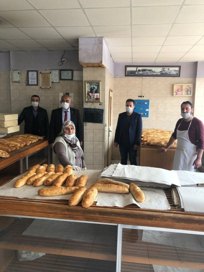 Seyhan Arifoğlu'ndan 'Askıda ekmek uygulaması'na övgü